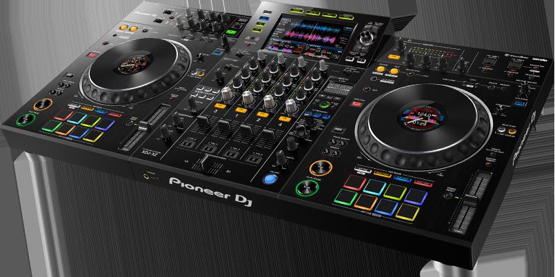 One Pioneer DJ XDJ-XZ